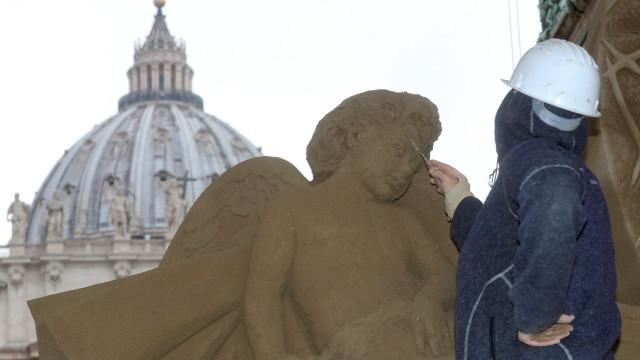Com 720 toneladas de areia se faz um presépio em pleno Vaticano