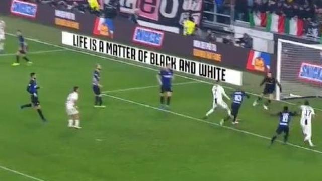Foi assim que Cancelo 'ofereceu' o golo a Mandzukic no Juventus-Inter