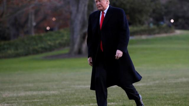 Maioria Democrata no Congresso começa a pressionar impugnação de Trump