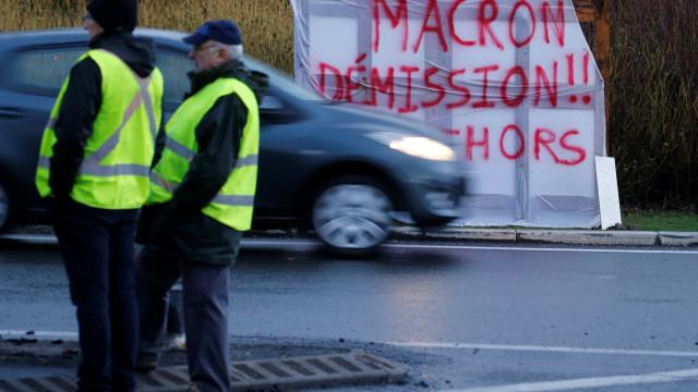 Manifestações Coletes Amarelos juntaram esta tarde 25 mil em França