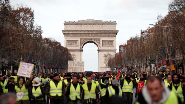 Paris: Protesto faz 30 feridos e são já mais de 500 os detidos