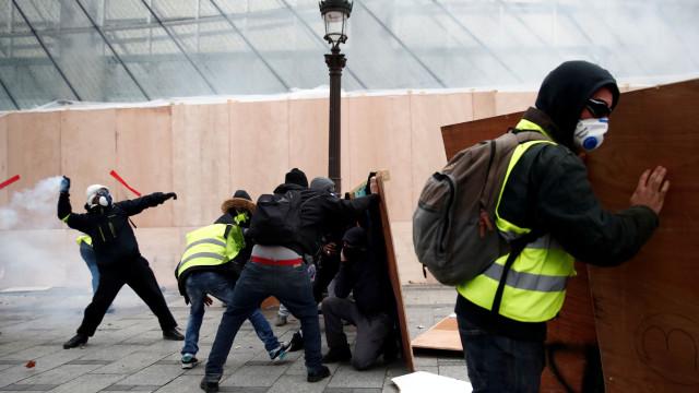 Alguns dos coletes amarelos recusam suspender manifestações