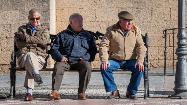 Salário ou pensão? Se tem mais de 70 anos vai poder escolher