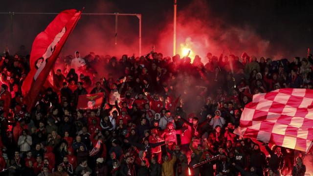 Adeptos ignoram pedido do Benfica e sanção pode ser dura