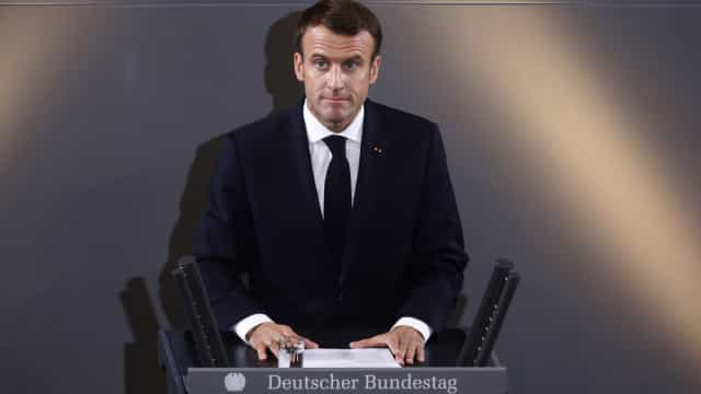 """Macron admite """"discussão política"""" mas não revisão do quadro jurídico"""