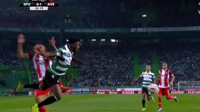 Diaby cai na área, árbitro marca penálti e Bas Dost concretiza
