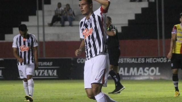 Aos 35 anos, Cardozo consegue feito incrível no Paraguai