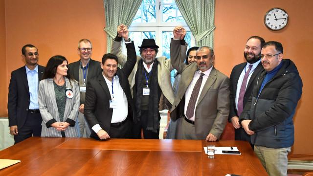 Iémen: Governo e rebeldes listam 15 mil prisioneiros para serem trocados