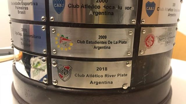 Insólito: O erro no troféu da Taça Libertadores