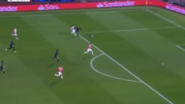 Arrancada fenomenal de Mbappé resultou no 1.º golo do PSG na Sérvia