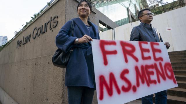 Diretora financeira da Huawei libertada sob fiança milionária