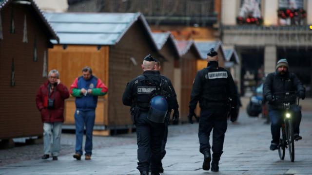 Terror volta a manchar França. Caça ao homem ainda em curso