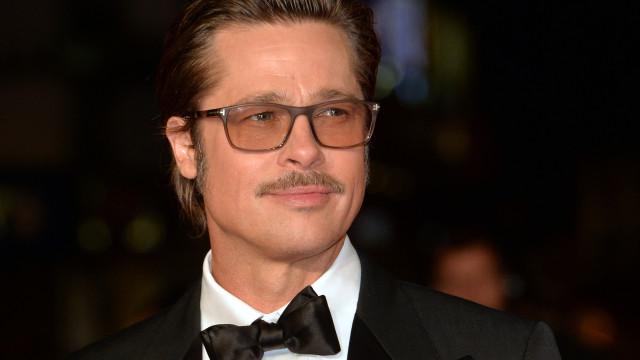 Brad Pitt namora com duas mulheres ao mesmo tempo, diz revista