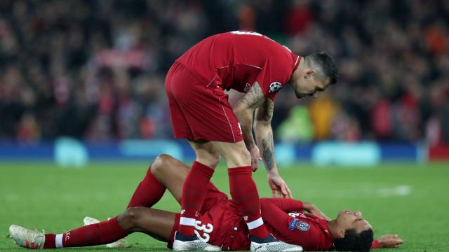 Matip lesiona-se e deixa Liverpool em dificuldades na zona defensiva
