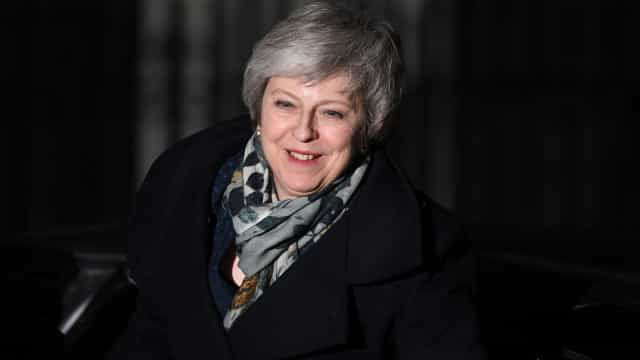 May sobrevive ao voto de censura à sua liderança