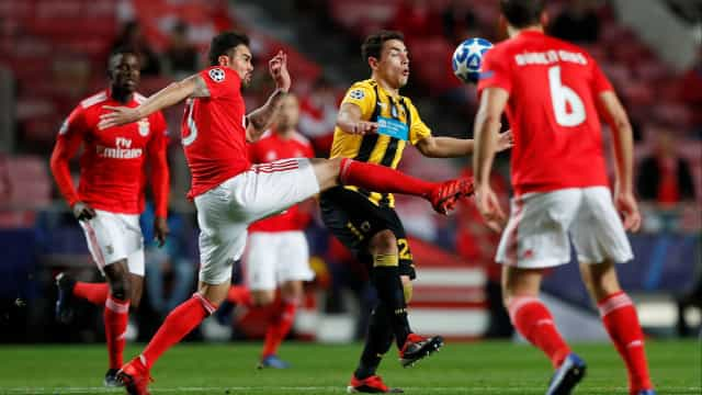 [0-0] Seferovic tira tinta à barra da baliza do AEK Atenas