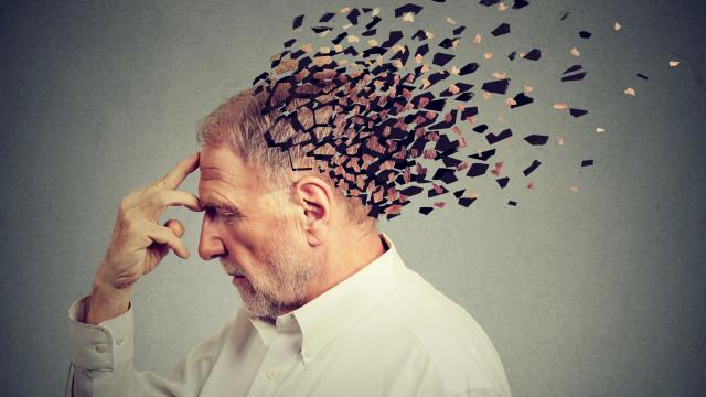 """Cientistas detetam """"sinal subtil"""" que Alzheimer será irradicado no futuro"""