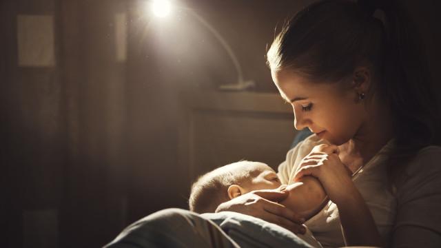 Amamentação pode impedir bebés de desenvolverem doença fatal