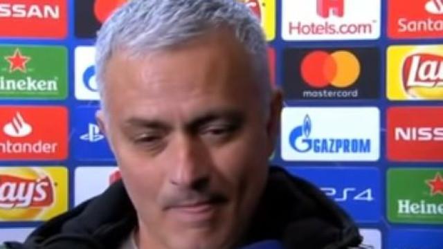 Phil Jones marcou um autogolo, mas Mourinho não perdeu o sentido de humor