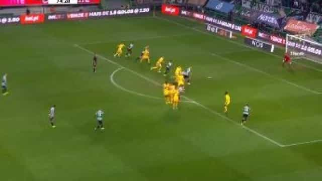 Mathieu marcou este golaço, virou o jogo e Alvalade quase 'veio abaixo'