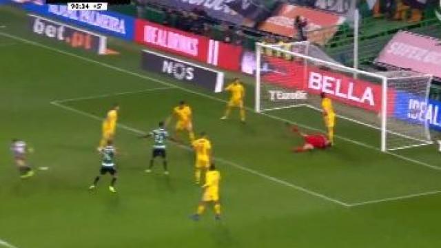Bruno Fernandes fechou a goleada do Sporting com esta 'bomba'