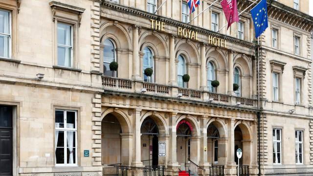 A uma semana do Natal, hotel cancela reserva para 28 sem-abrigo