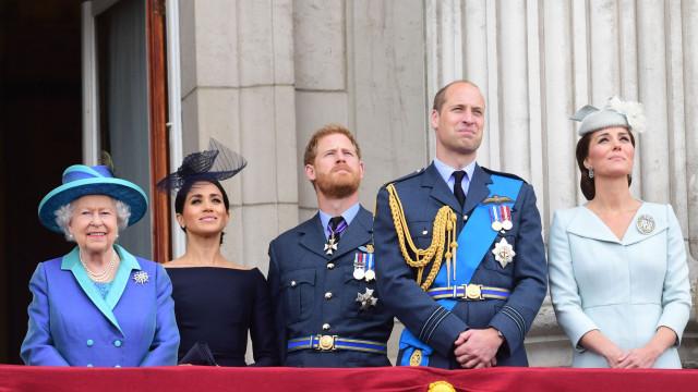 Isabel II quer 'obrigar' Kate e Meghan a passarem juntas o Natal