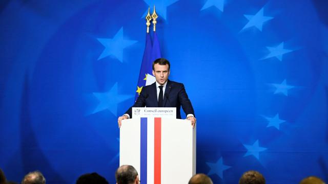 Coletes amarelos: Macron organiza reunião sobre concertação nacional
