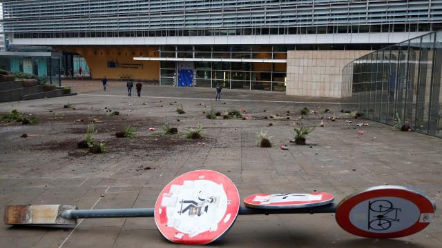 Comissão Europeia condena vandalismo de grupos anti-imigração
