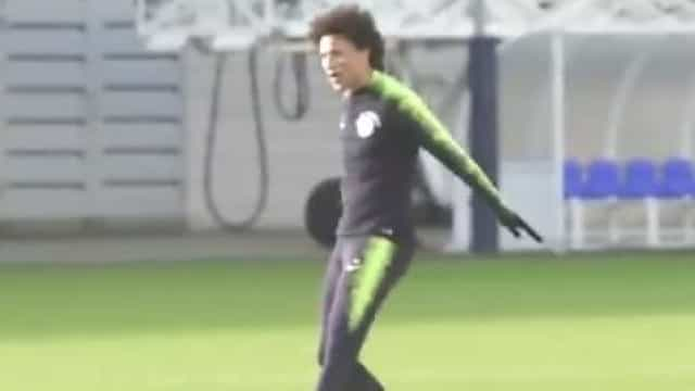 Sané marca golaço no treino do City e festeja... à Ronaldo