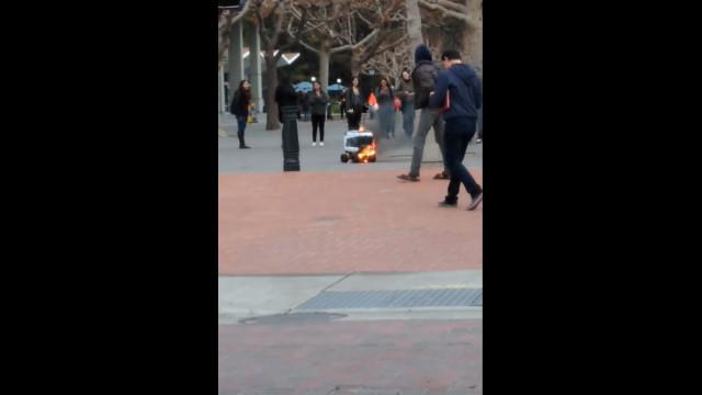 Robot incendiou-se em campus de Universidade. Veja o vídeo
