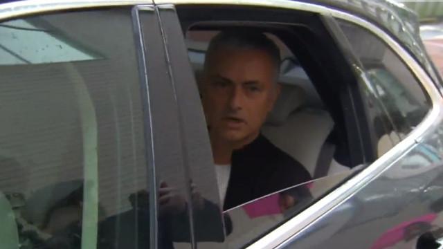 Na hora do 'adeus', houve até quem agradecesse em português a Mourinho