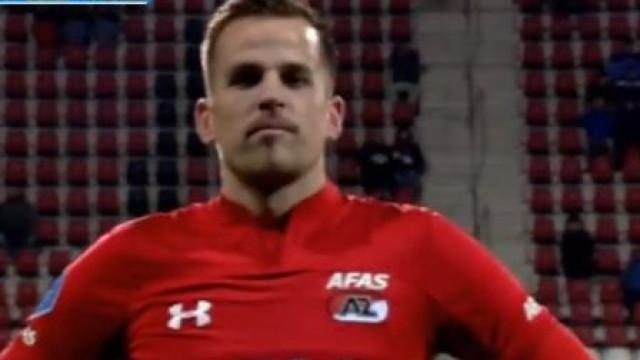 O 'chapéu' perfeito levou médio do AZ Alkmaar ao desespero