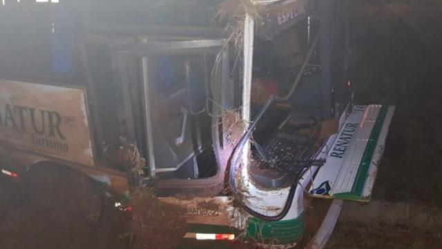Acidente com autocarro de excursão faz mais de 40 feridos no Brasil