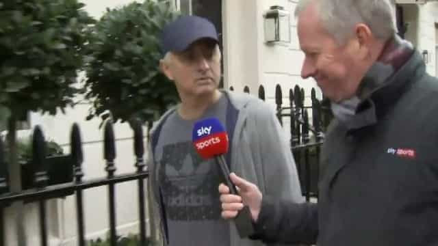"""Mourinho 'fintou' perguntas em Londres: """"Posso dar um passeio?"""""""