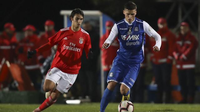 Benfica segue para os 'quartos' num jogo onde não faltaram 'bocejos'