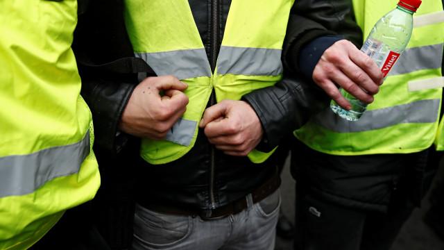 """Movimento britânico convoca manifestação de """"coletes amarelos"""""""