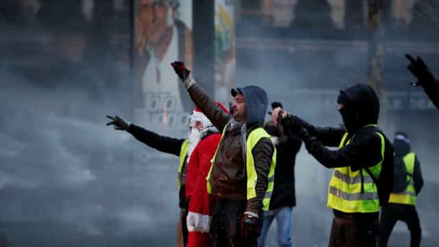"""Movimento """"coletes amarelos"""" apela a corrida aos bancos franceses"""
