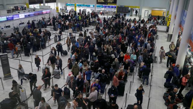 Aeroportos de Gatwick e Heathrow adquirem material militar contra drones