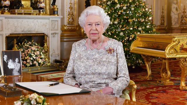 Isabel II fala do bebé de Meghan Markle e Harry em mensagem de Natal