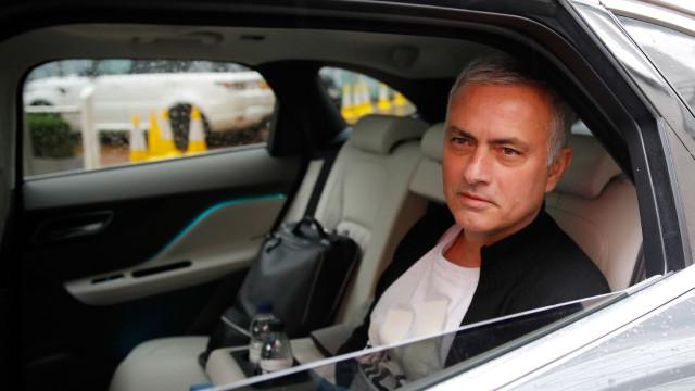 José Mourinho 'apanhado' por tempestade de areia no Qatar