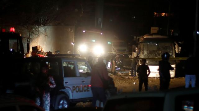 Sobe para três número de mortos em ataque a autocarro turístico no Egito