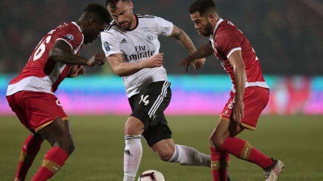 Benfica está na final four. Seferovic resgata Vitória de nova derrocada