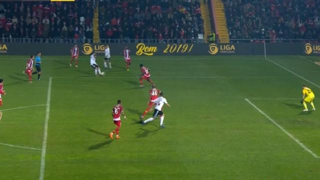 Seferovic faz o empate nas Aves com golo polémico