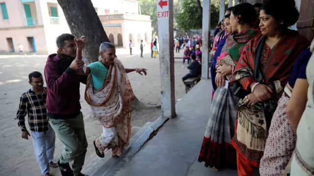 Mesas de voto fecham no Bangladesh. Há pelo menos 12 mortos