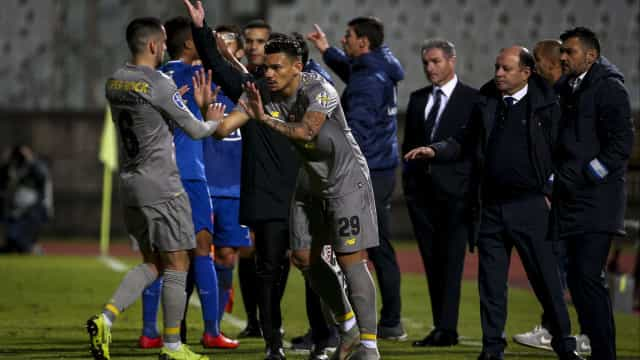 """FC Porto confirma """"lesão muscular"""" de Bruno Costa"""
