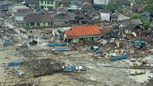 Número de mortos em deslizamento de terra na Indonésia sobe para 31