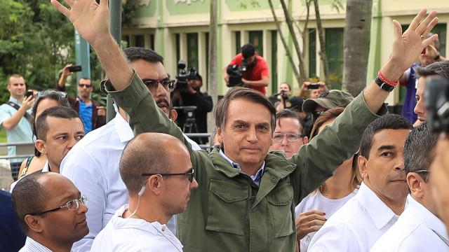 """Bolsonaro promete acabar com a """"porcaria marxista"""" nas escolas"""
