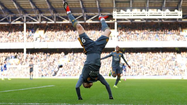 Defesa do Everton voltou a 'meter água' e Vardy até 'sacou' de um mortal