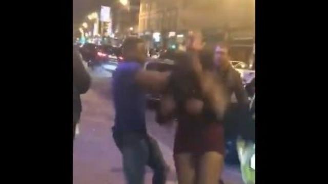 Homem agride rapariga à porta de discoteca na noite de Ano Novo